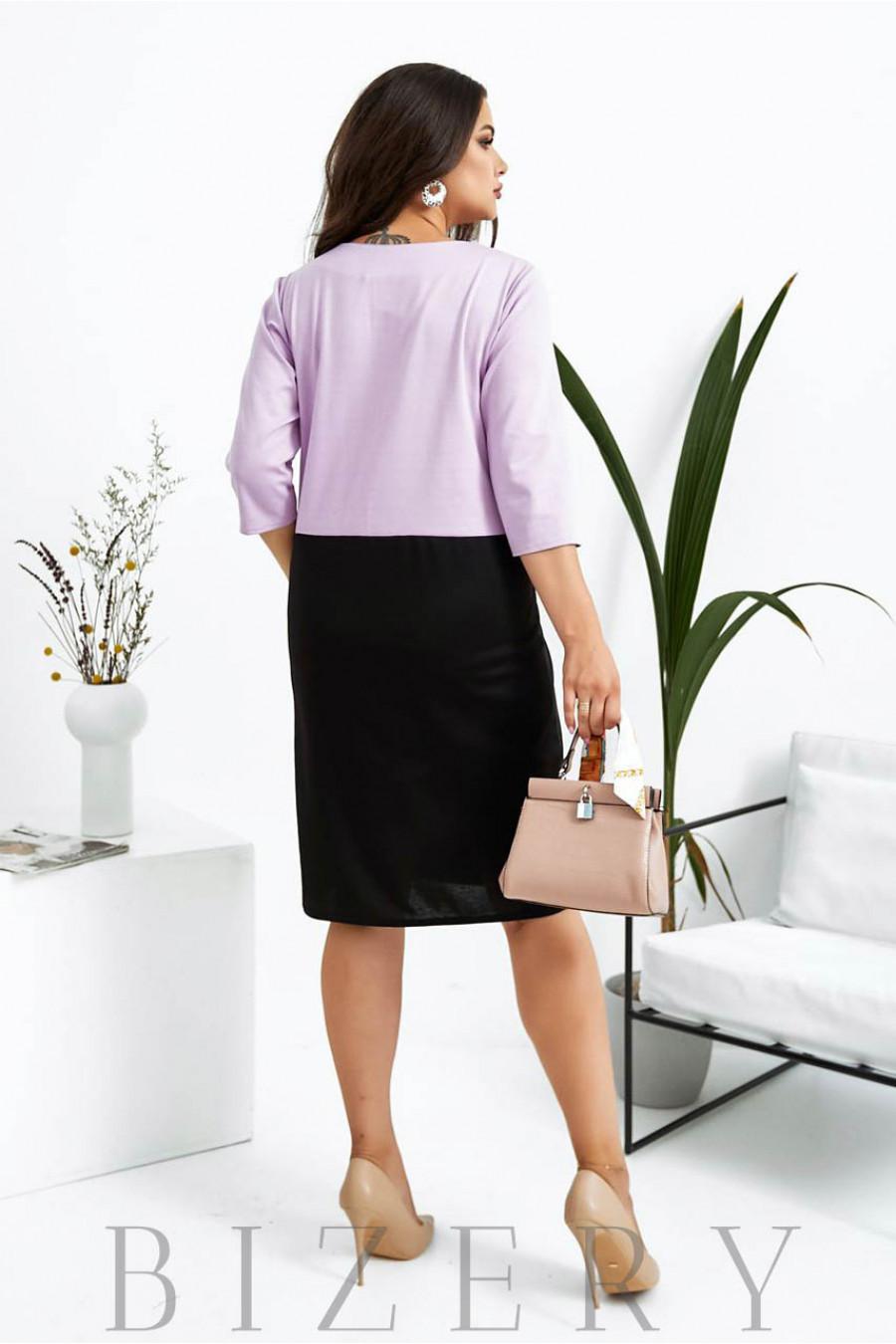 Трикотажное деловое платье большого размера черное с сиреневой вставкой B1026