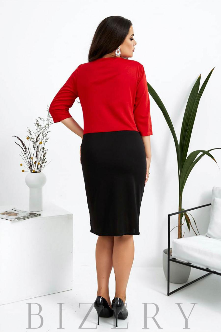 Трикотажное деловое платье большого размера черное с красной вставкой B1028