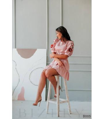 Платье мини розовое с вышивкой на рукавах